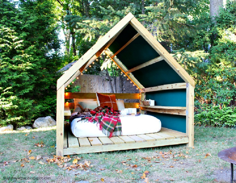 Outdoor-cabana-lounge