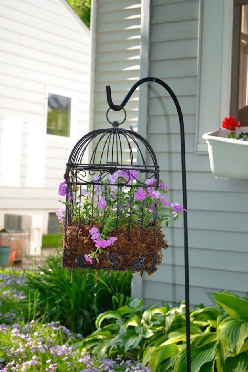 Simple birdcage planter
