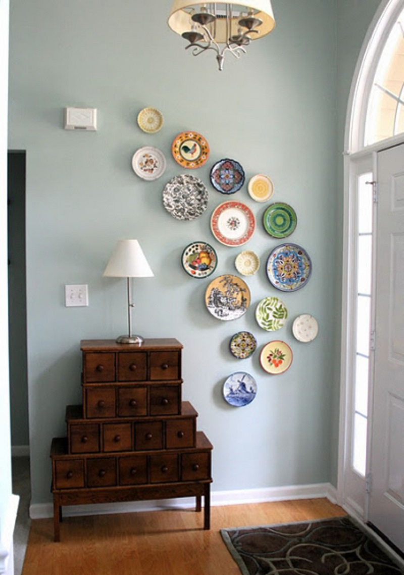 Free form entryway plate wall