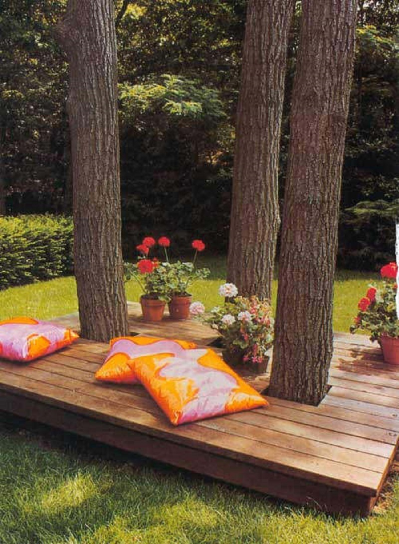 Floating island outdoor deck