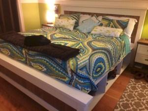 Best modern farmhouse bedroom decor ideas 12