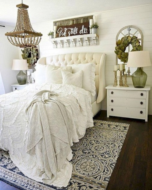 Best modern farmhouse bedroom decor ideas 14