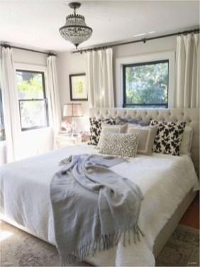 Best modern farmhouse bedroom decor ideas 19