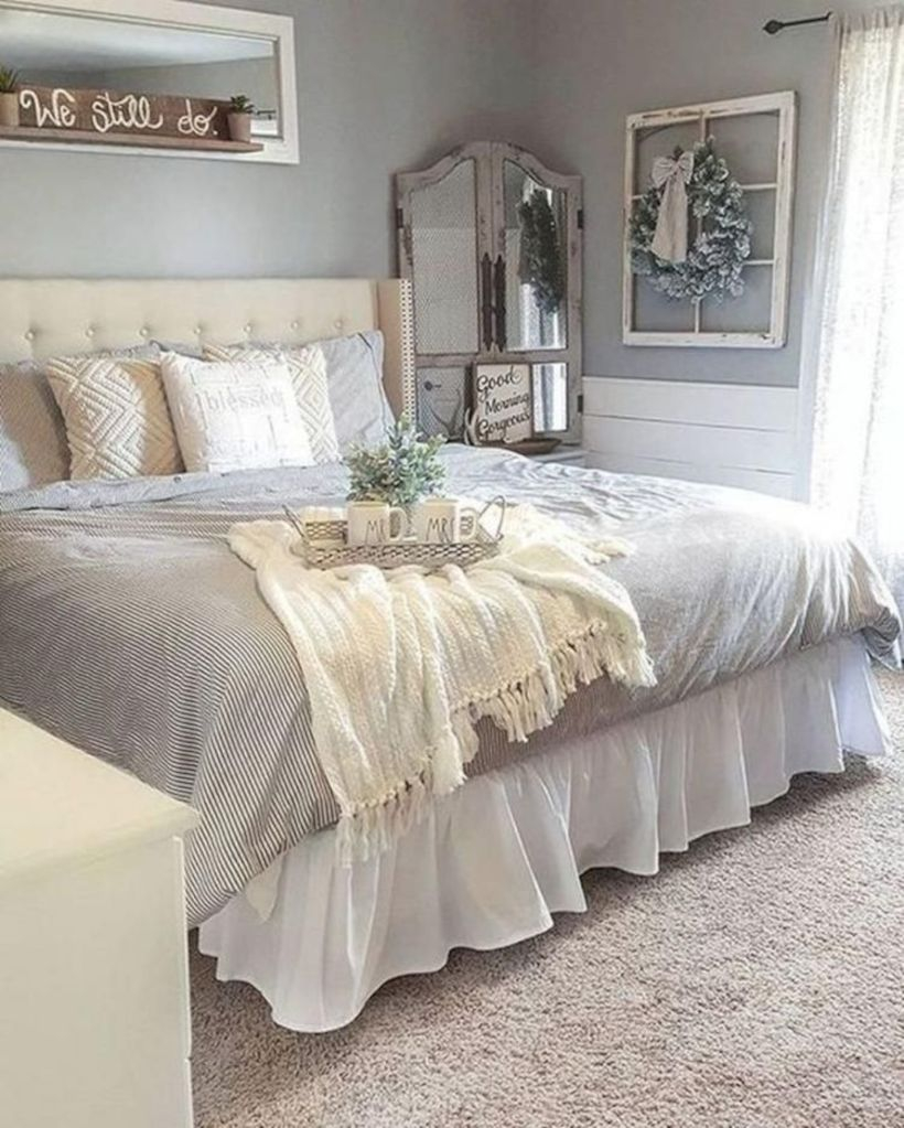 Best modern farmhouse bedroom decor ideas 38