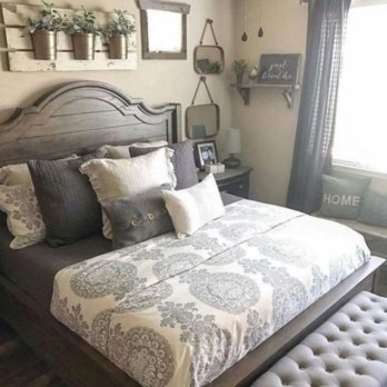 Best modern farmhouse bedroom decor ideas 40