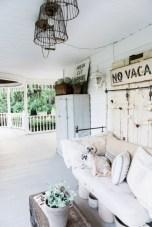 Rustic farmhouse front porch decorating ideas 26