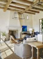 Rustic farmhouse living room decor ideas 42