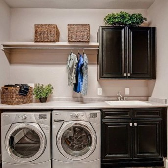 Beautiful and functional laundry room design ideas to try 25