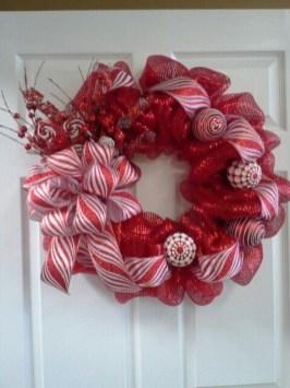 Diy christmas wreath ideas to decorate your holiday season 06