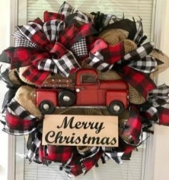 Diy christmas wreath ideas to decorate your holiday season 40