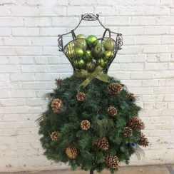Diy holiday projects using dollar store ornaments 26