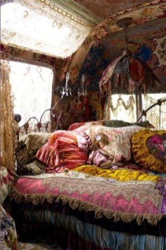 Enthralling bohemian style home decor ideas to inspire you 24