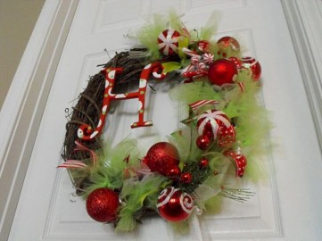 On a budget diy christmas wreath to deck out your door 33
