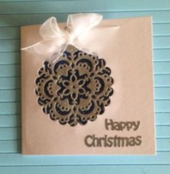 Ways to decorate your home with snowflakes and baubles 03