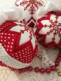 Ways to decorate your home with snowflakes and baubles 37