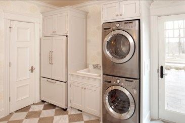 Beautiful and functional small laundry room design ideas 36
