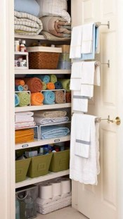Hanging bathroom storage ideas to maximize your small bathroom space 01