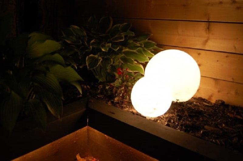 DIY Romantic Glowing Globes
