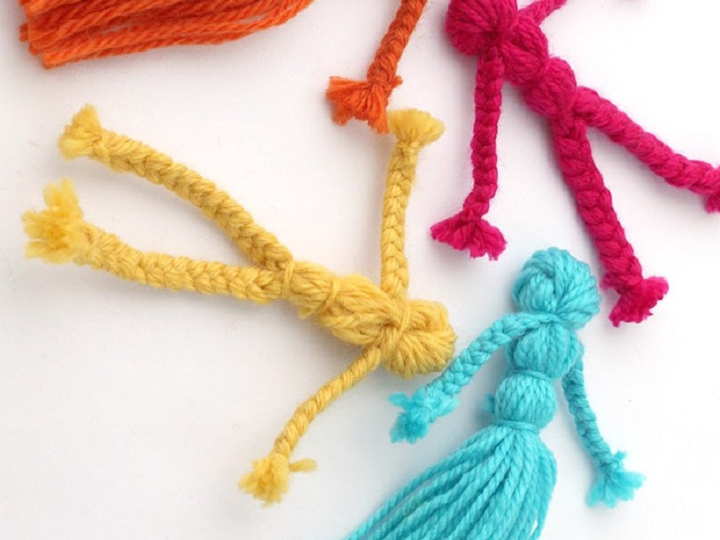 Cute And Awesome DIY Yarn Dolls For Your Daughter That Will Make Her Forget Her Barbies
