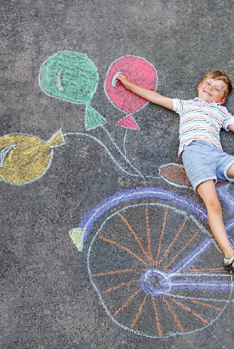Balloons DIY Chalk Art Ideas To Create The Coolest Sidewalk Where Every One Want