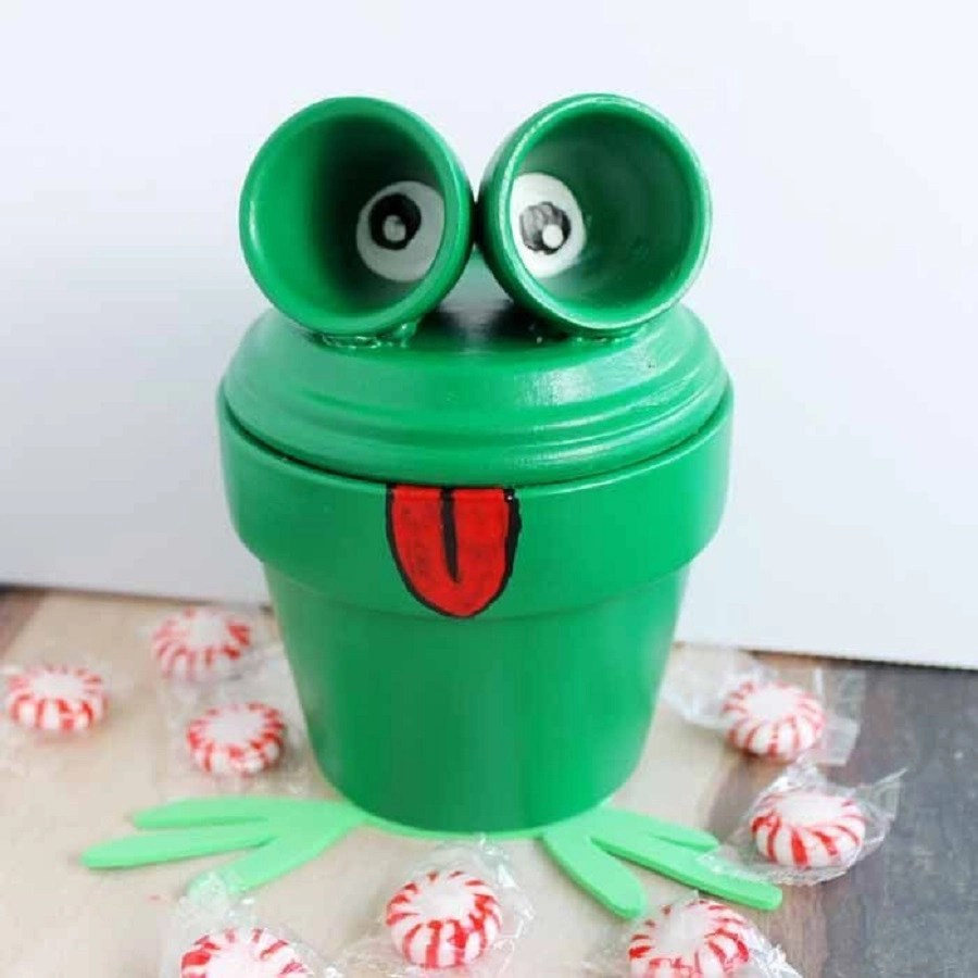 Clay pot frog DIY Clay Pot Crafts To Show Off Your Creativity Indoor And Outdoor