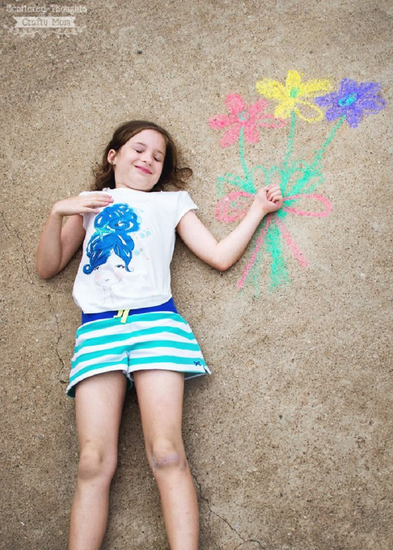 Faux flowers DIY Chalk Art Ideas To Create The Coolest Sidewalk Where Every One Want