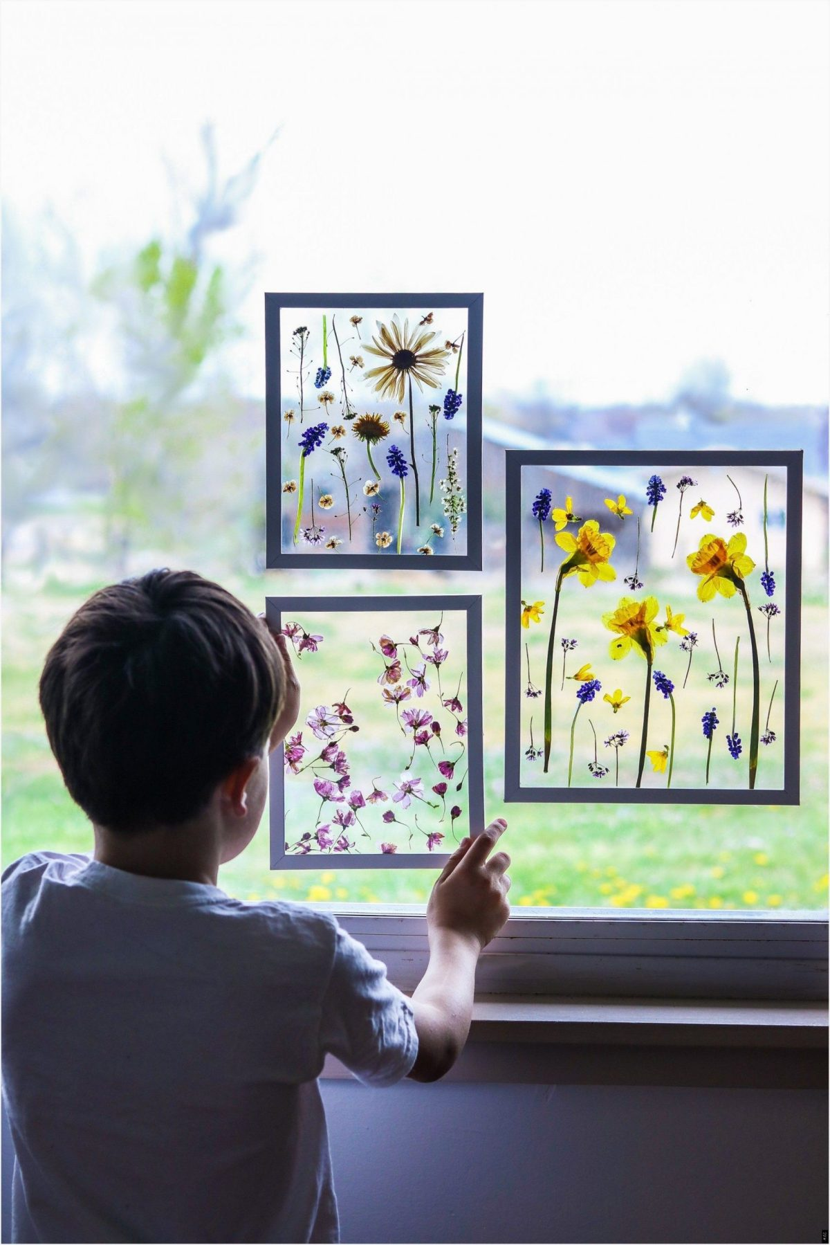 Framed pressed flower Charming DIY Pressed Flower Art Projects You Can Do In All Seasons