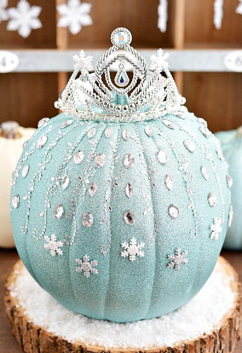 Disney frozen elsa pumpkin idea Festive DIY No-Carve Pumpkins Ideas That Are Easy To Copy For This Halloween