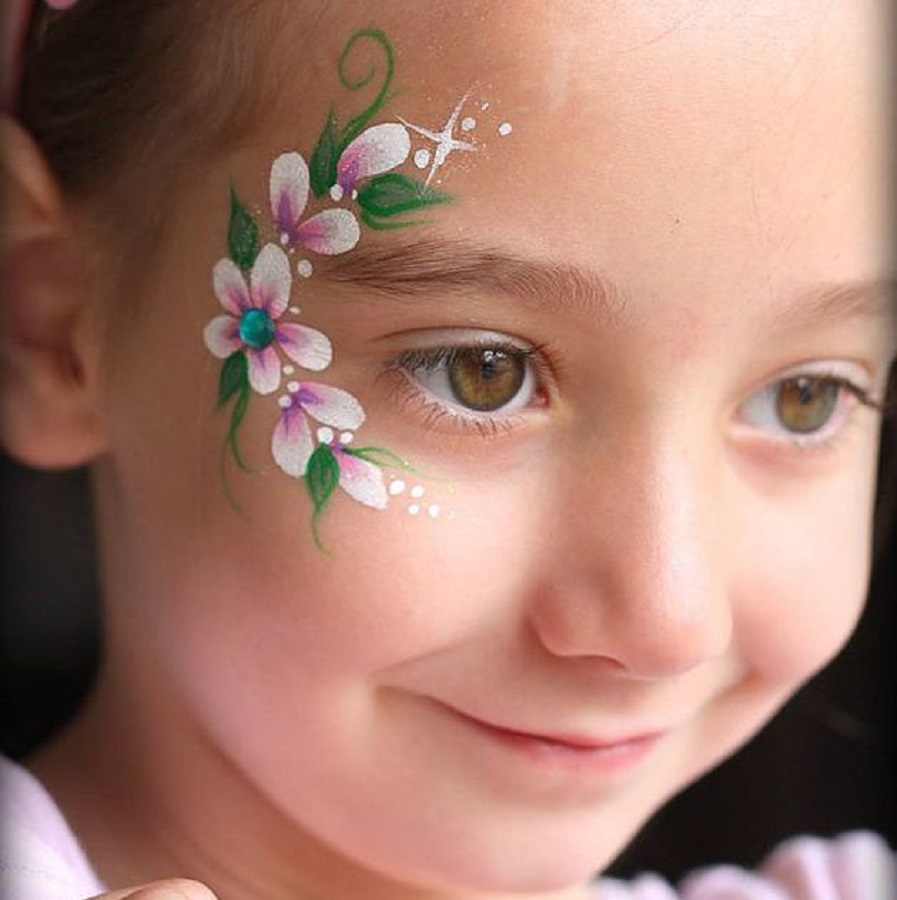 Flowers face paint Incredible Halloween Face Paint Ideas For Kids That Unartistic Parents Can Attempt