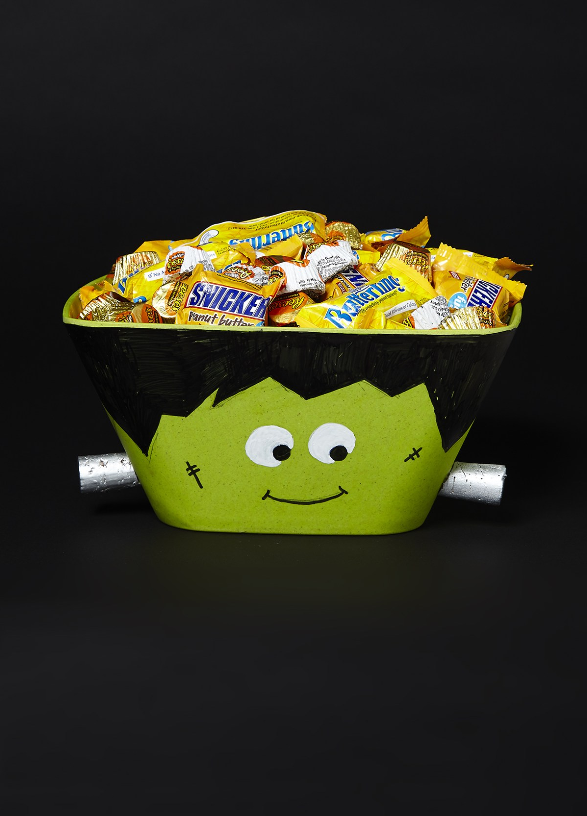 Frankenstein bowl DIY Halloween Candy Bowls You Can Serve For Halloween Treats