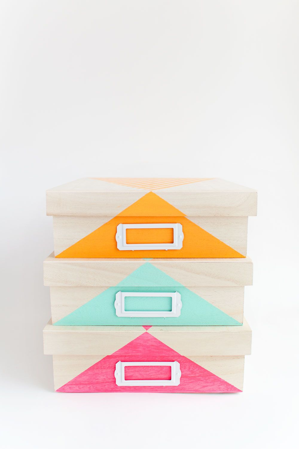Good looking storage Spectacular DIY Ideas To Create Foremost Dorm Room Décor