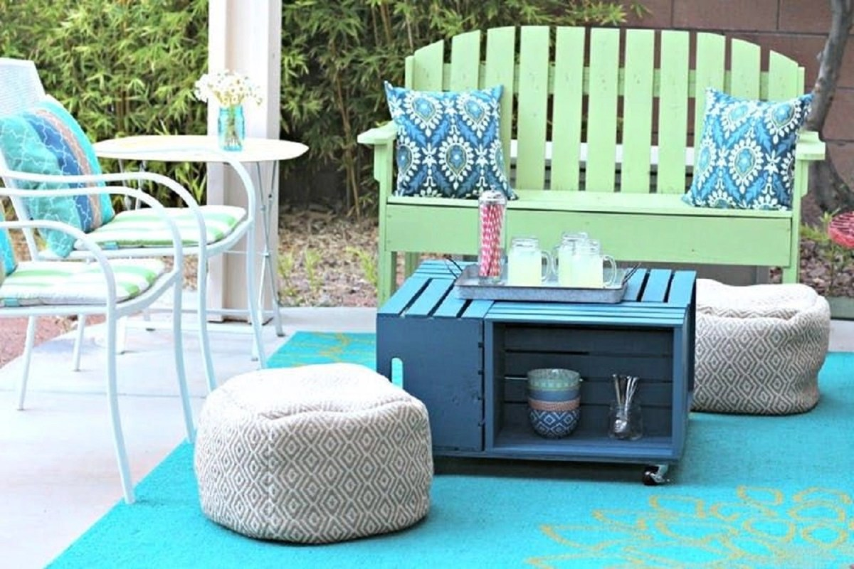 Outdoor crate coffee table Keep At Reach DIY Outdoor Storage Ideas For Everything You Want To Store