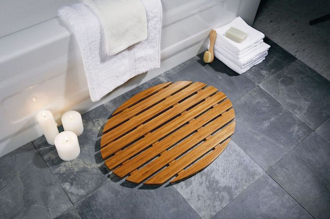 Bamboo bath mats DIY Spa-Like Bathroom Mat Ideas That Made Of Nature Materials.
