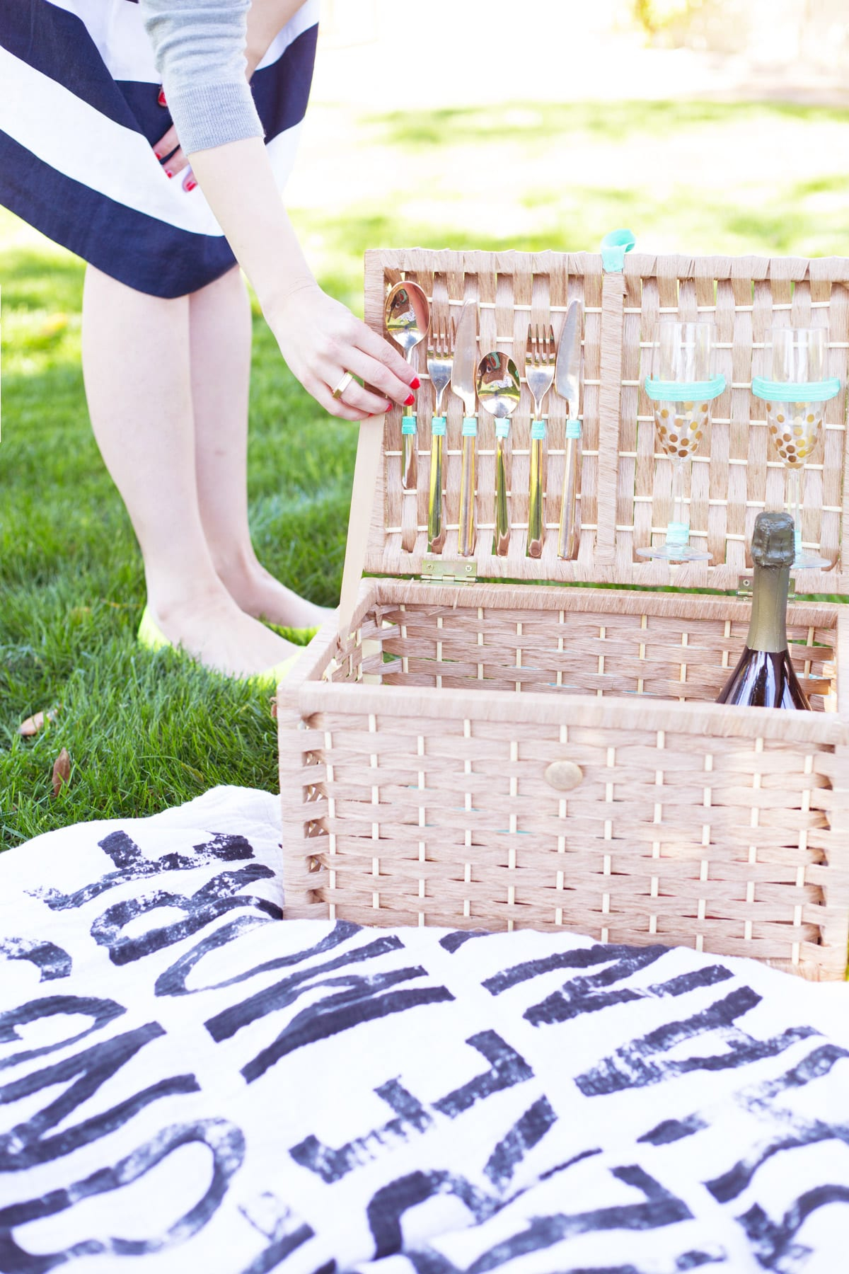 Diy picnic basket Unforgettable DIY Gift Ideas You Can Create For Someone Close To You