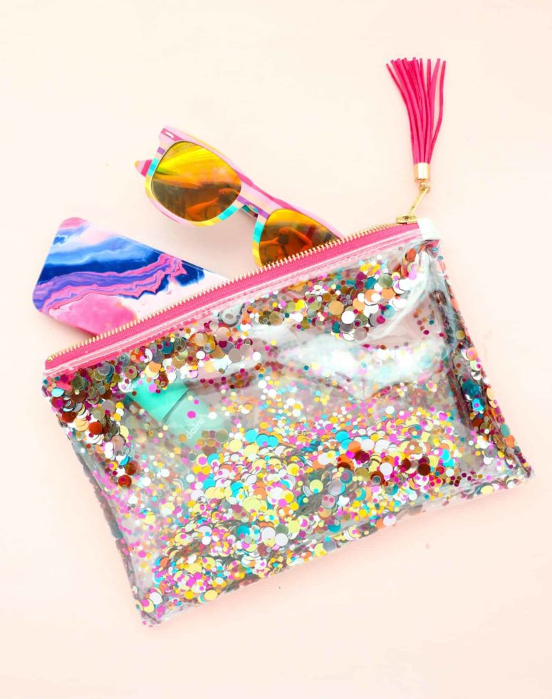 Diy water-resistant zip pouch DIY Spectacular DIY Bags And Pouches Of Clear Vinyl You Can Create Know