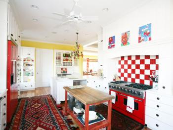 Eclectic and colorful kitchen decoration