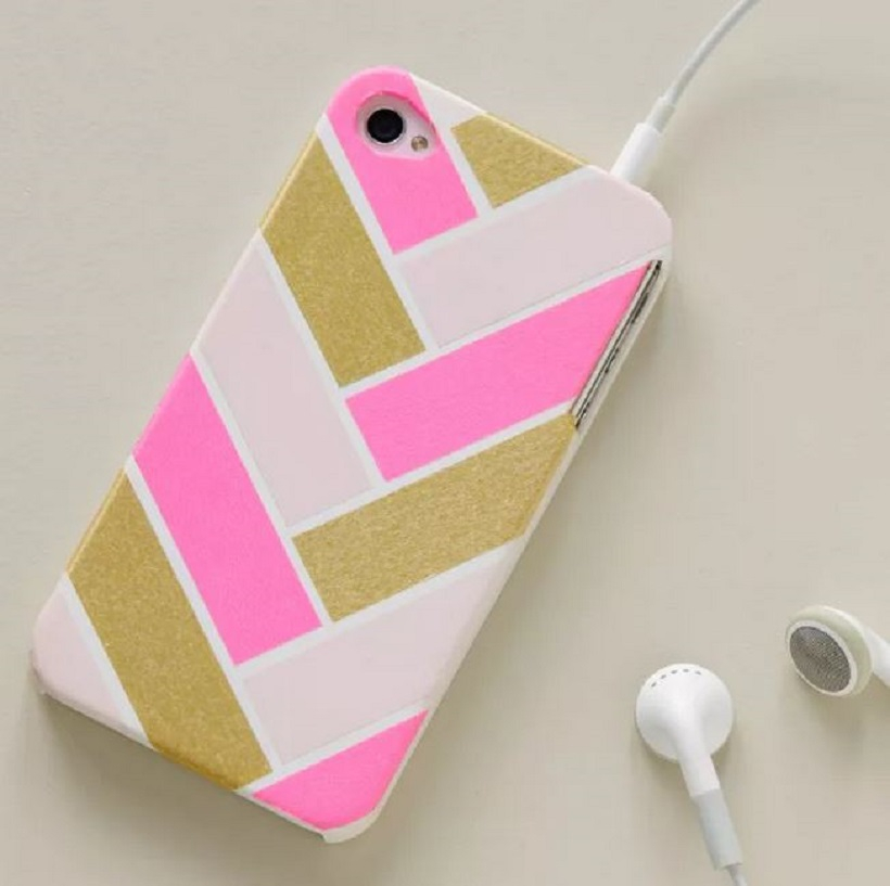 Phone case with bold pattern