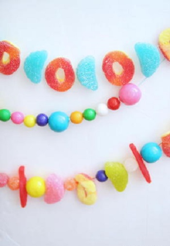 Candy garland DIY Amusing Garland Ideas For Brightening Any Space In Your Home