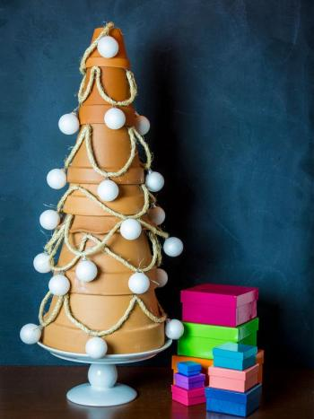 Diy terra-cotta christmas tree