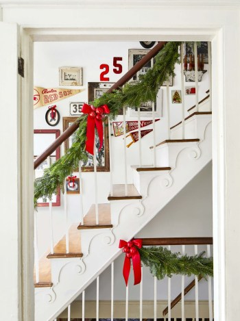 Red bows and baubles for staircase
