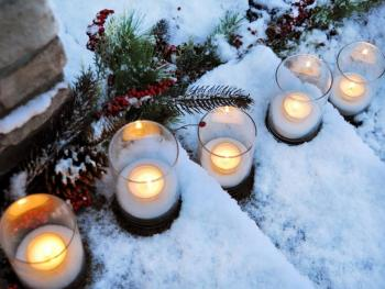 Romantic outdoor look with candles