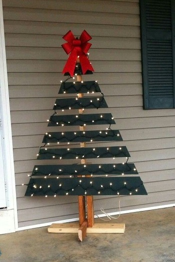 Wood pallet black christmas tree DIY Unexpectedly Black Christmas Tree Ideas For A Twist On Tradition