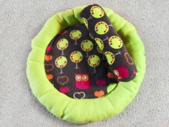 A round cat bed