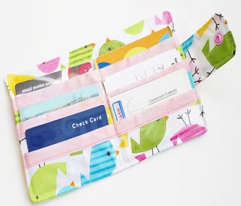 Chic pocket laminated wallet Super Girls DIY Ideas To Create Unbelievable Chic Wallets
