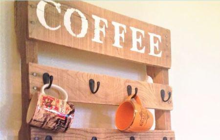 Coffee mug holder from wood pallet