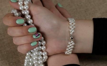 Diy elegant white beads bracelet