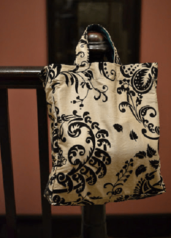Old curtain market bag DIY Repurposed Old Curtain Ideas For Your Home Decoration