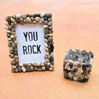 Rock on pebble diy