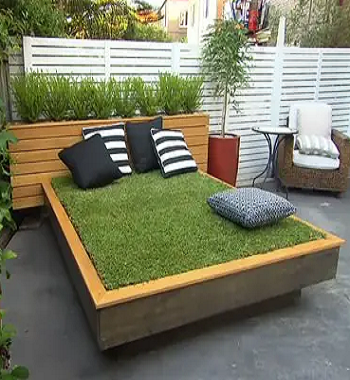 Grass daybed DIY Outdoor Bed Projects You Can Do For Relaxing Time