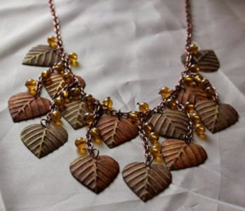 Diy autumn leaves necklace